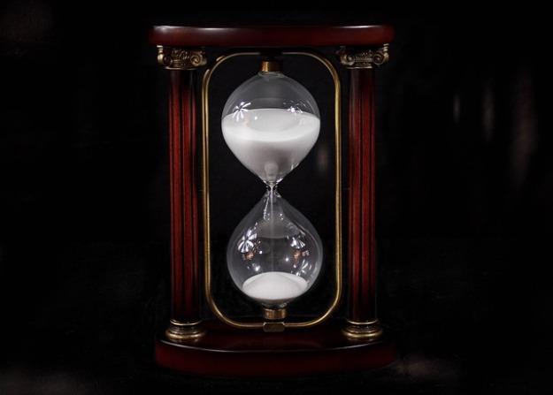 hourglass-695275_640